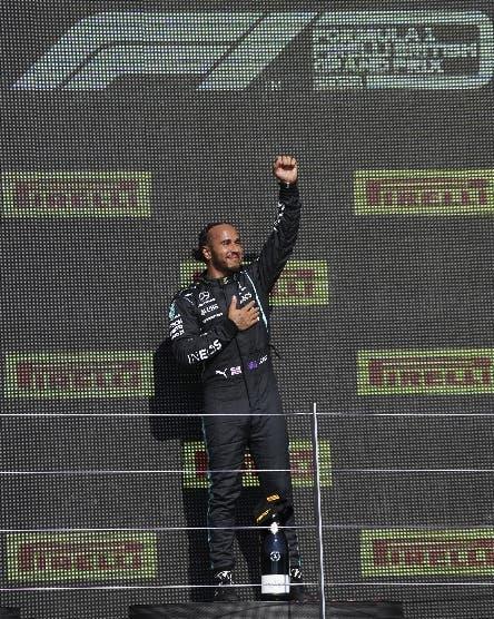 Hamilton obtiene polémico triunfo en GP Británico