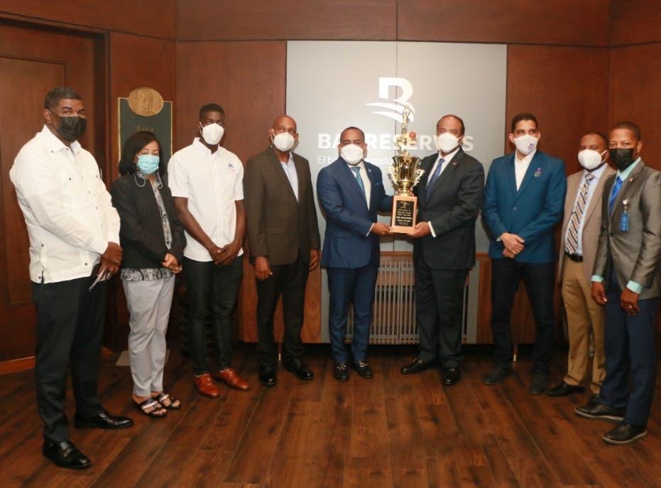 Banreservas apoyará baloncesto de Monte Plata