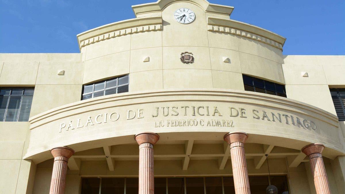 Envían a juicio de fondo a exfuncionario del Ayuntamiento de Santiago acusado de desfalco millonario