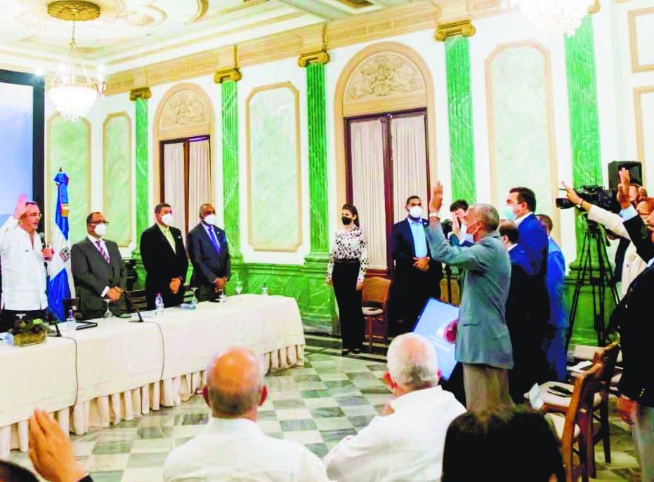 Presidente Abinader juramenta 393 nuevas cooperativas