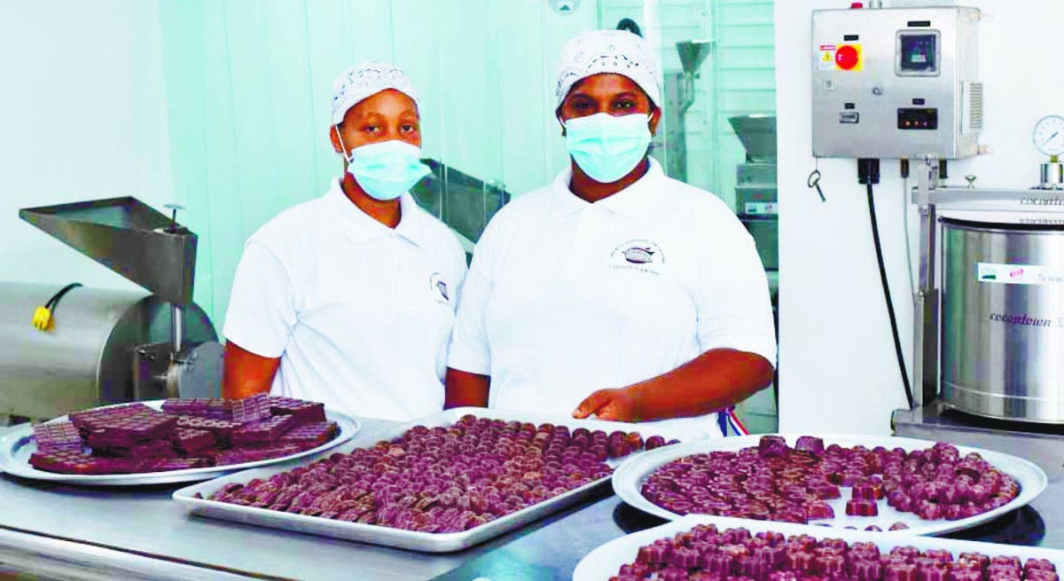 Falcondo inaugura en Bonao una fábrica de chocolate elaborado por mujeres
