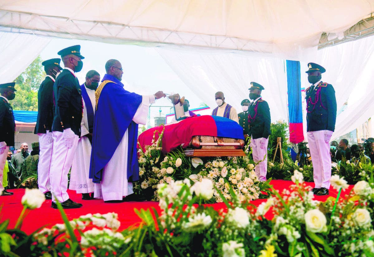Sepultan restos del asesinado presidente Haití Jovenel Moise