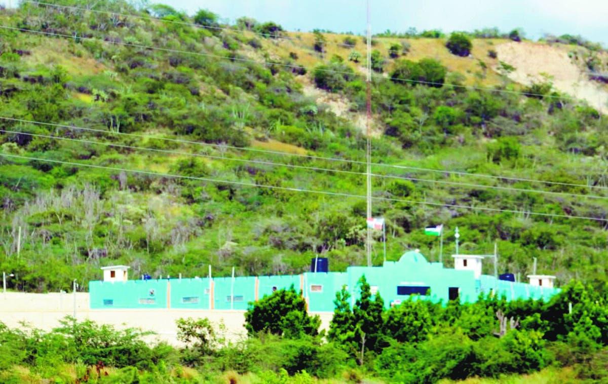Autoridades decomisan 526 artefactos en  cárcel 15 de Azua