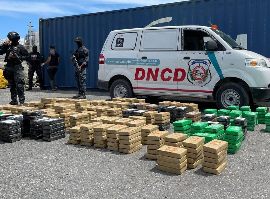 Incautan 862 paquetes de presunta cocaína