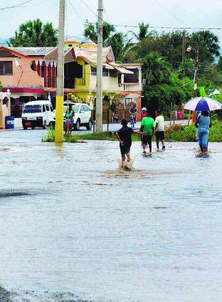 Vaguada provoca aguaceros, tronadas  y  vientos