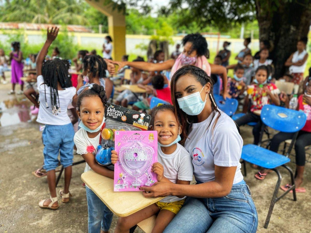 Fundación entrega alimentos e insumos contra el COVID-19 a decenas de niños