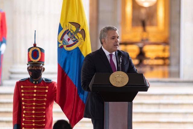 Presidente de Colombia dice que hay evidencia de participación de exmilitares