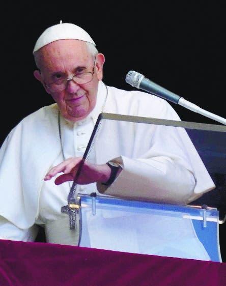 El papa Francisco vuelve a su ventana  Vaticano tras operación