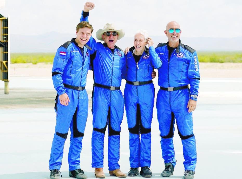 Bezos abre turismo espacial al viajar al borde de la atmósfera