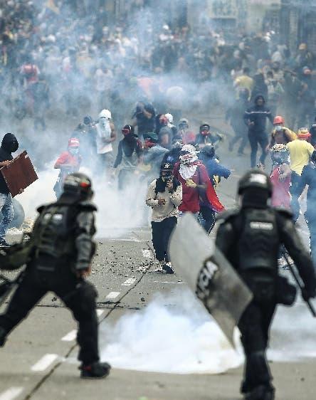 Hieren más de un centenar durante protestas en Colombia