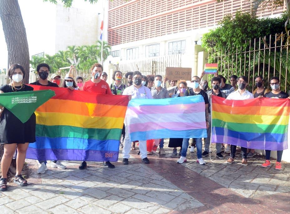 Protestan exclusión de  discriminación sexual en el Código