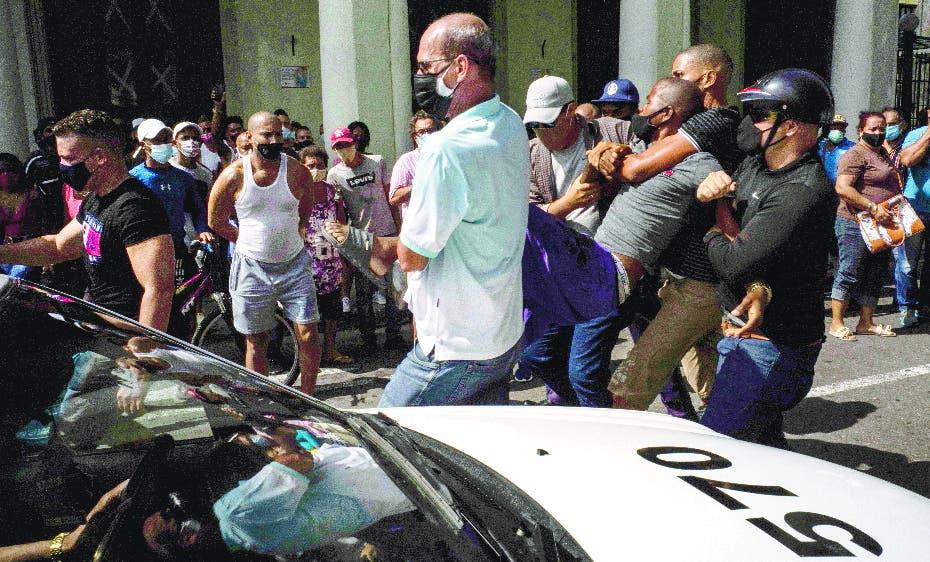 Cuba: sin internet y agentes toman La Habana