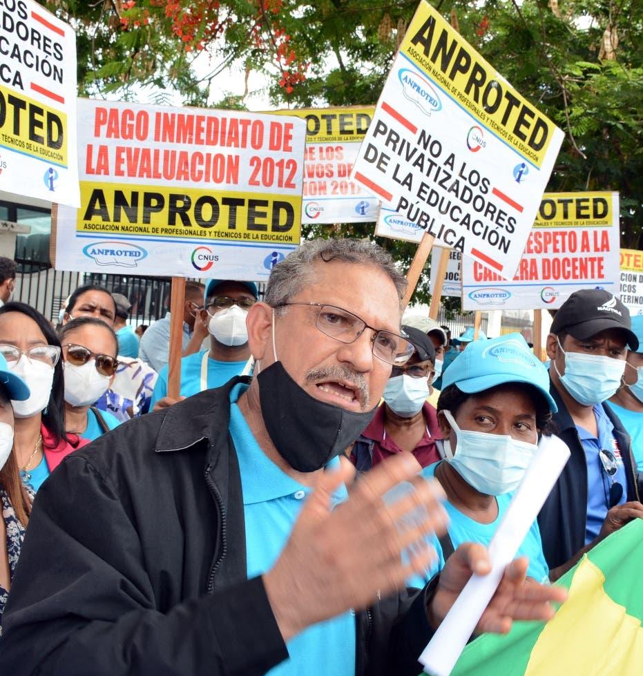 Técnicos de Educación protestan para que Minerd les regularice su salario