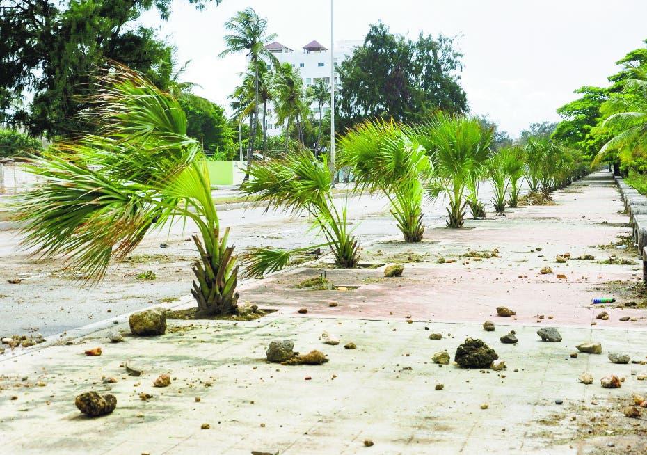 Obras Públicas deja libre de  escombros autopista 30 de Mayo