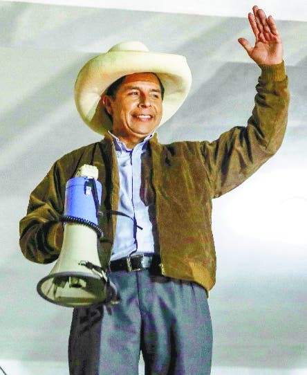 Perú: Pedro Castillo niega financiamiento irregular