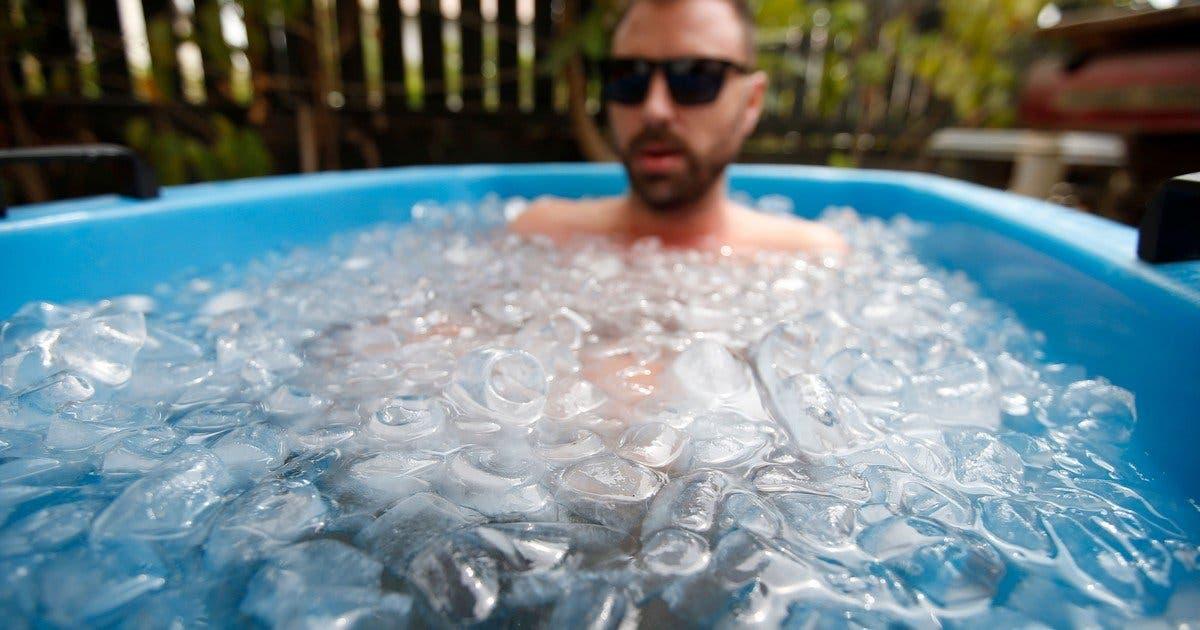 Video: Baños de hielo para combatir el calor y el estrés en Dubái