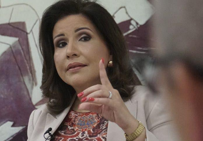 Degradar a servidores públicos de carrera y disminuir sus sueldos «es ilegal, inaceptable», dice Margarita Cedeño