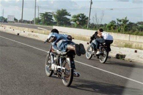 Ocho detenidos por carreras ilegales de motocicletas en Esperanza