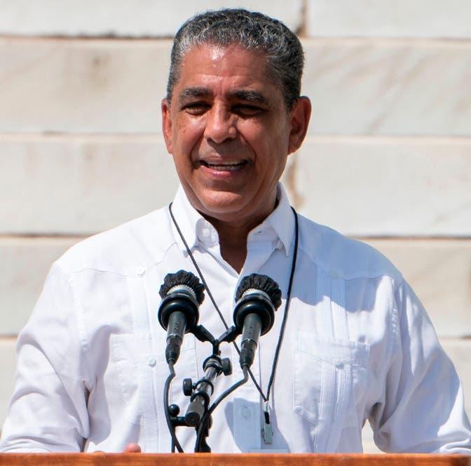 Adriano Espaillat anuncia 2.48 millones dólares para pequeñas empresas Alto Manhattan