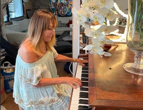Christine Repond tocará en vivo en  apertura exposición  «Los moñitos de Joselyn»  de Oscar Abreu
