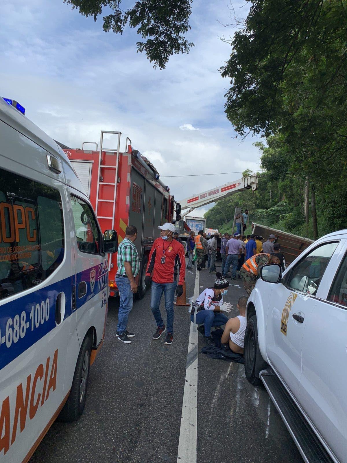 Accidente de tránsito deja varios heridos y un niño atrapado en un camión