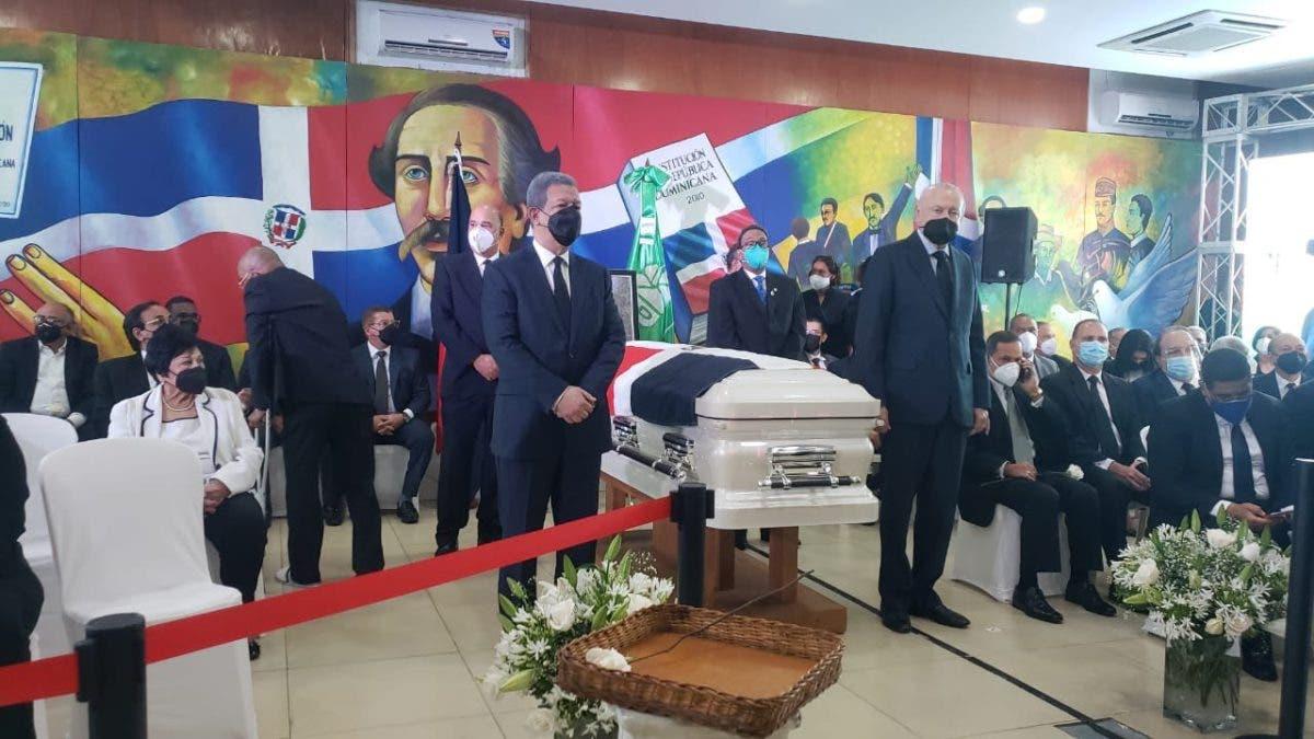 Inician honras fúnebres a Johnny Ventura en el partido FP; Leonel Fernández encabeza honores