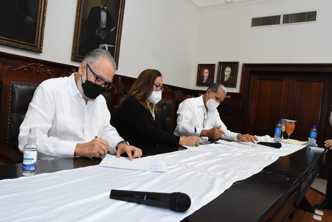 Ministro de Economía juramenta consejo de desarrollo de Santiago