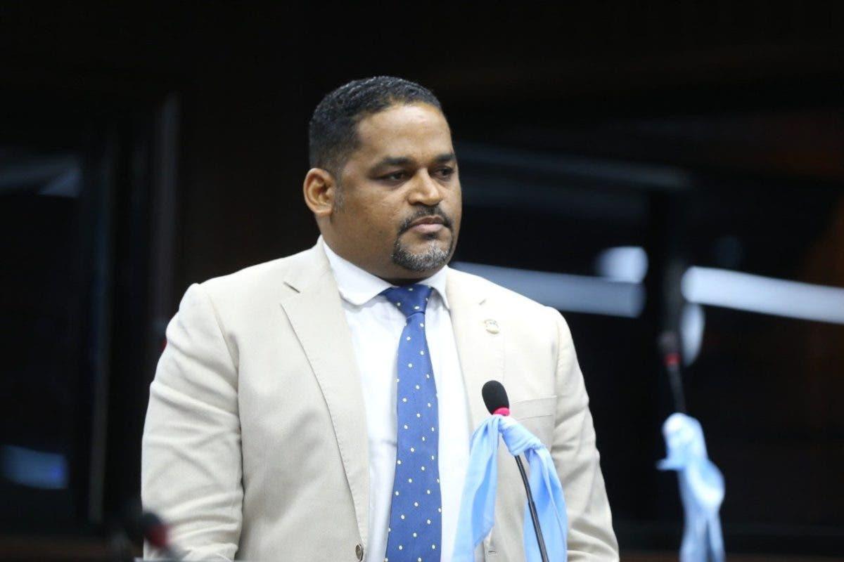 Deciden sancionar al diputado Pedro Botello por violar solemnidad del Parlamento