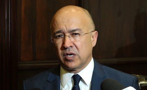 Domínguez Brito dice Gobierno improvisa y actúa por lo que se diga en Twitter