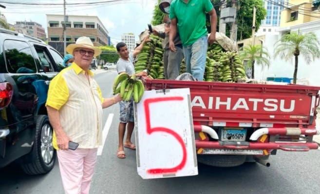 Hipólito Mejía reitera su llamado a incentivar economía: «Yo sí le compro a los camioncitos»