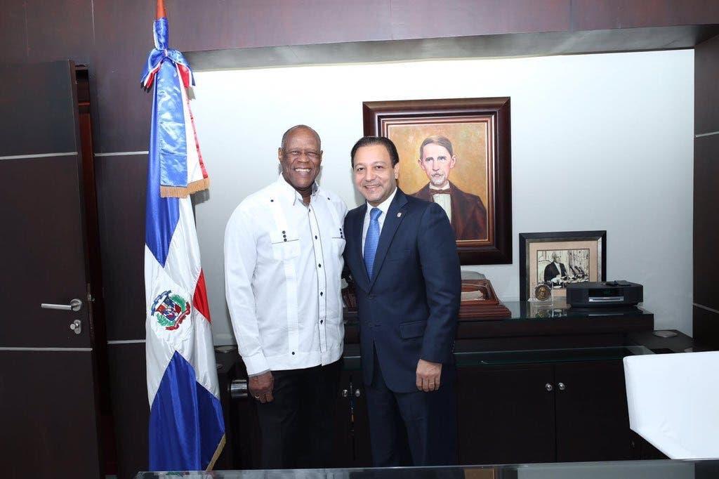 Alcalde Abel Martínez dispone tres días de duelo municipal por muerte de Johnny Ventura