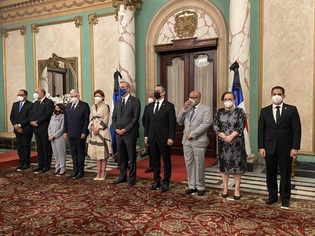 Presidente juramenta nuevos jueces del TSE