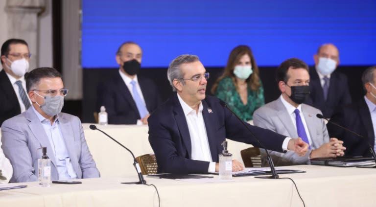 Luis Abinader anuncia disminución en materiales construcción