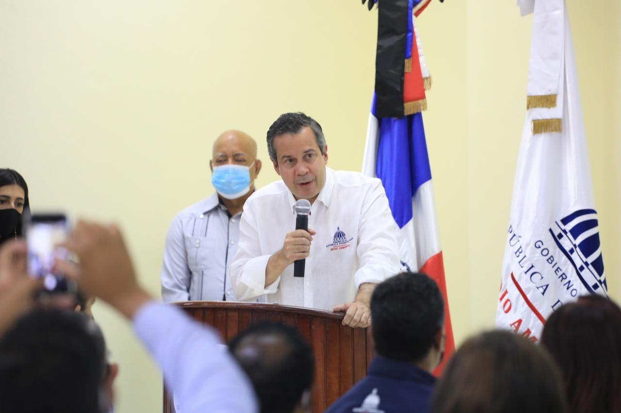 Jorge Mera aborda soluciones a problemáticas ambientales de Monseñor Nouel