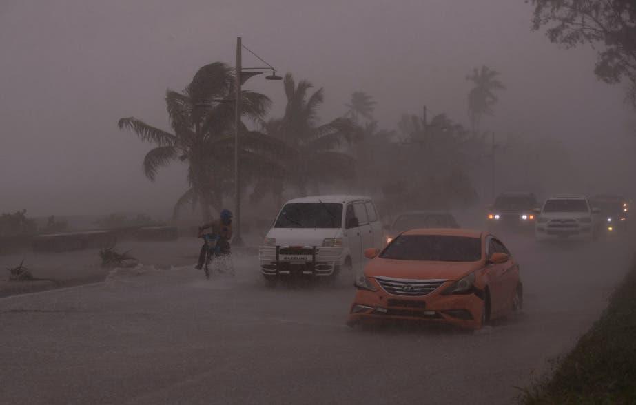 Elsa deja dos víctimas mortales a su paso por Sur de República Dominicana