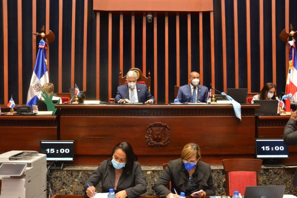 Comisión de Senado favorece país solicite préstamo de 70 millones de dólares