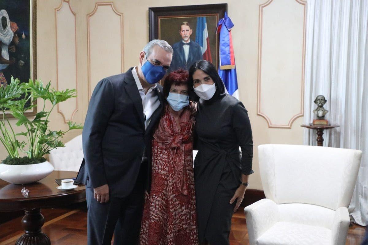 Jane Chaplin, hija de Charles Chaplin, visita a presidente Luis Abinader