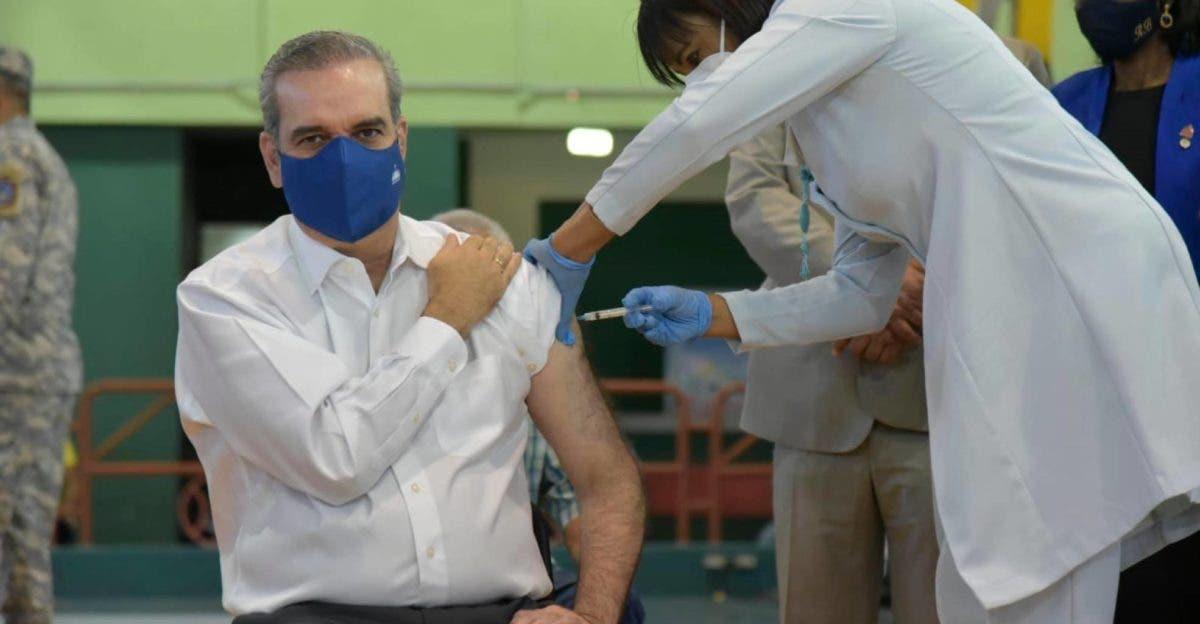 Presidente Abinader se aplicará hoy tercera dosis de la vacuna contra la COVID-19