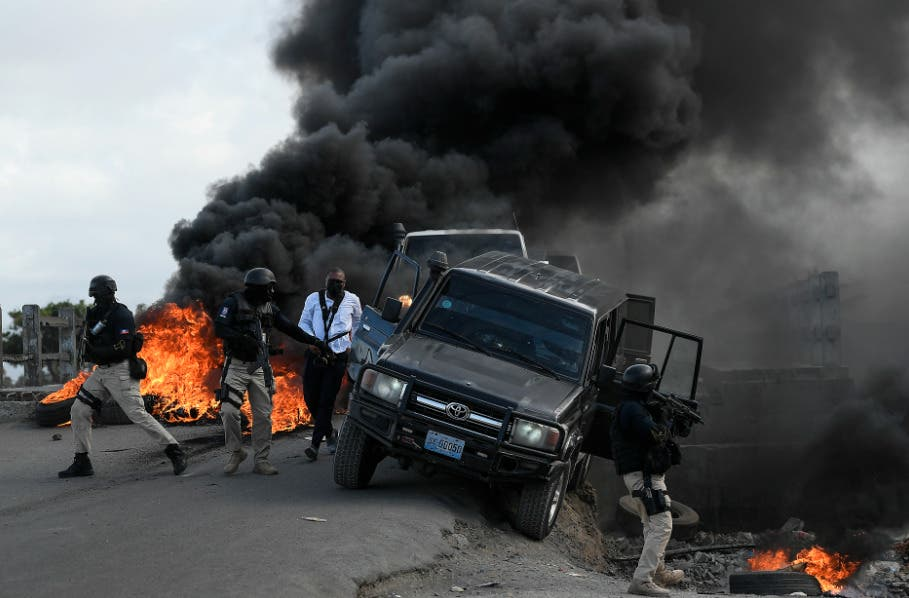 Queman neumáticos y lanzan piedras en Haití previo a funeral de Jovenel Moise