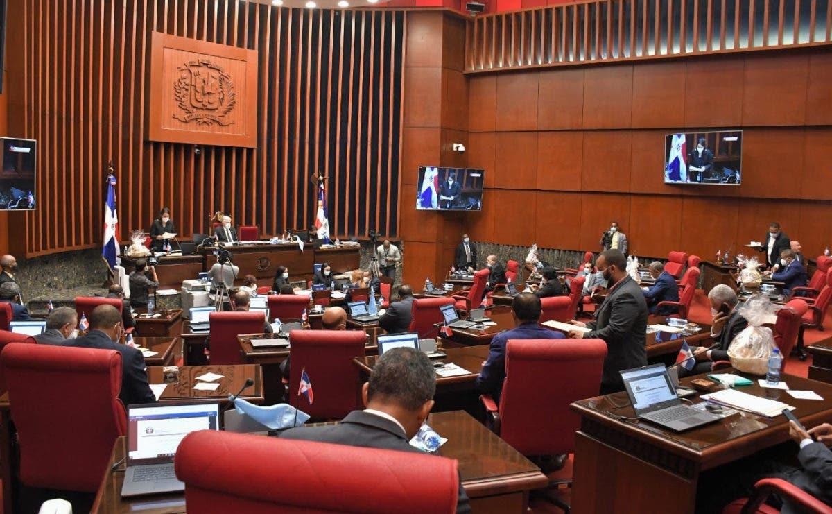 Senado envía a comisión Código Penal