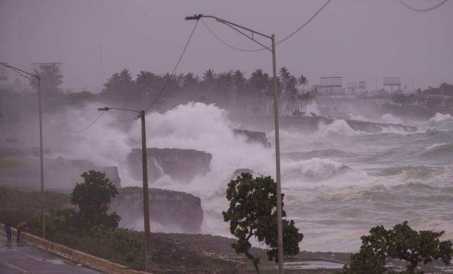 Tormenta Elsa pierde fuerza a su paso por República Dominicana y Haití