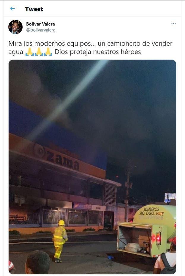 Video: reportan incendio en centro ferretero de Santo Domingo Este