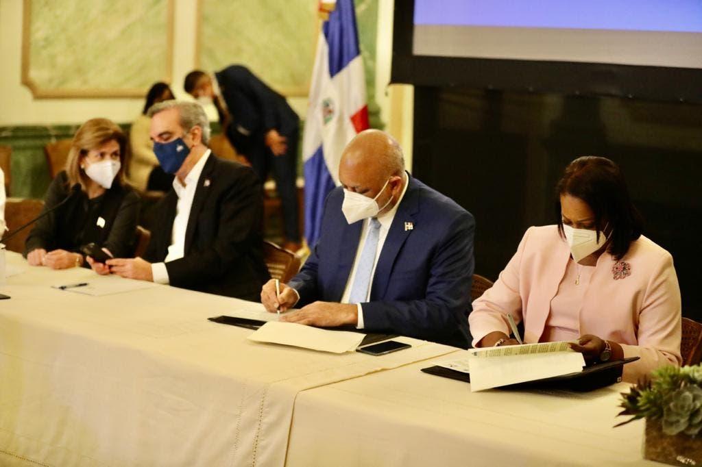 Gobierno y ADP firman compromiso por calidad educativa y mejoras de vida de docentes