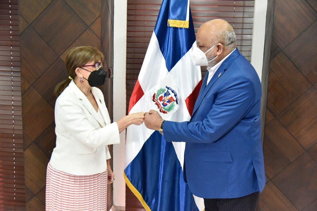Ministro de Educación recibe a Rebeca Grynspan