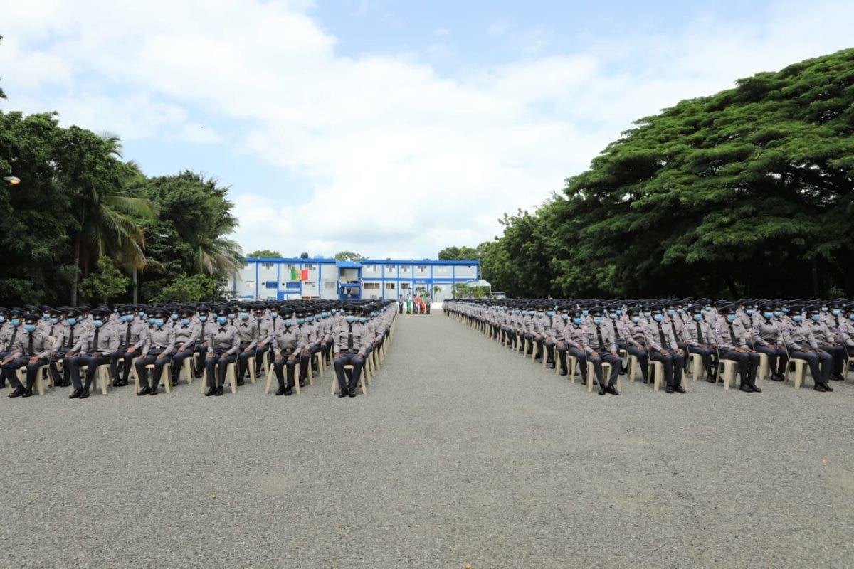 Policía Nacional gradúa a 927 nuevos agentes en San Cristóbal