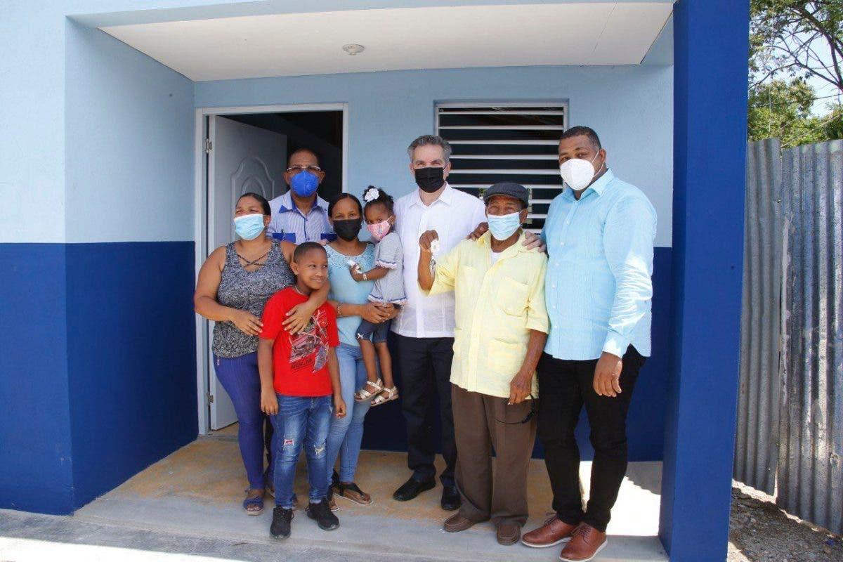 El Gobierno entrega otras diez viviendas a familias pobres de San Pedro de Macorís