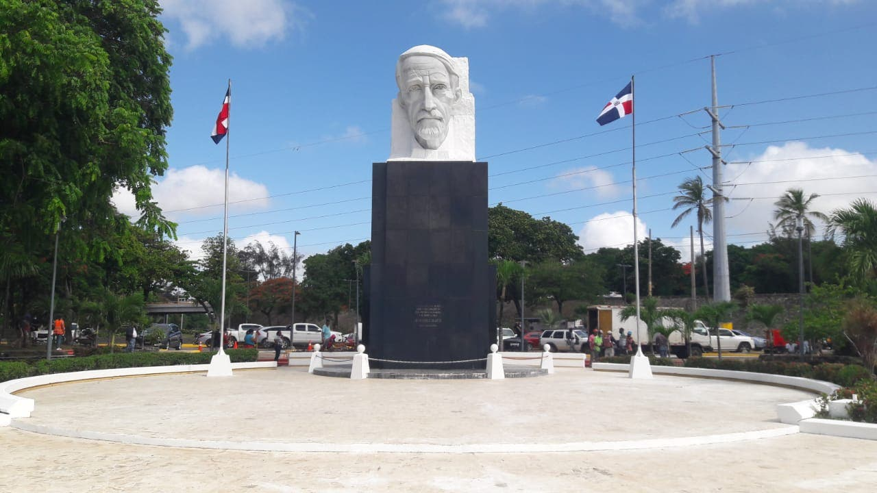 Ayuntamiento de SDE reinaugura anfiteatro plaza Juan Pablo Duarte