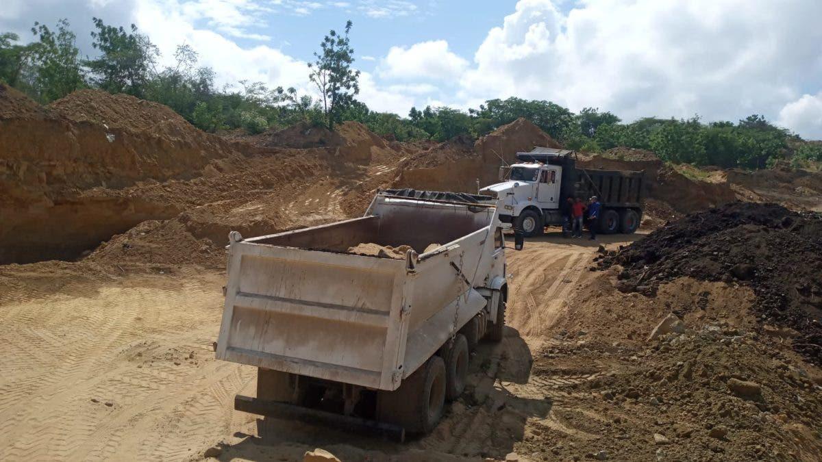 VIDEO | Cierran mina de extracción de arena e incautan varios equipos en Santiago