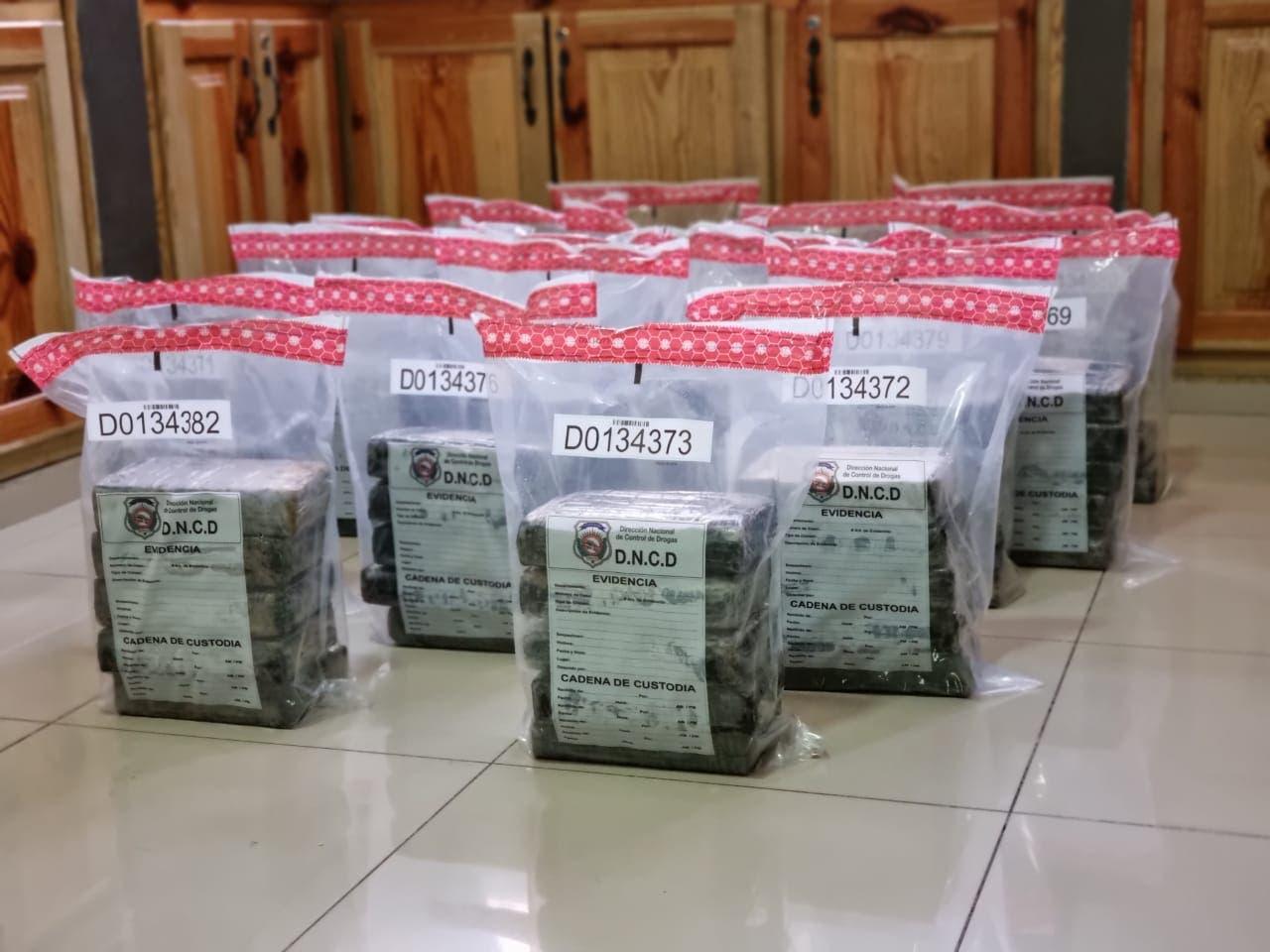 Ocupan 90 paquetes presumiblemente cocaína en costas de San Pedro de Macorís