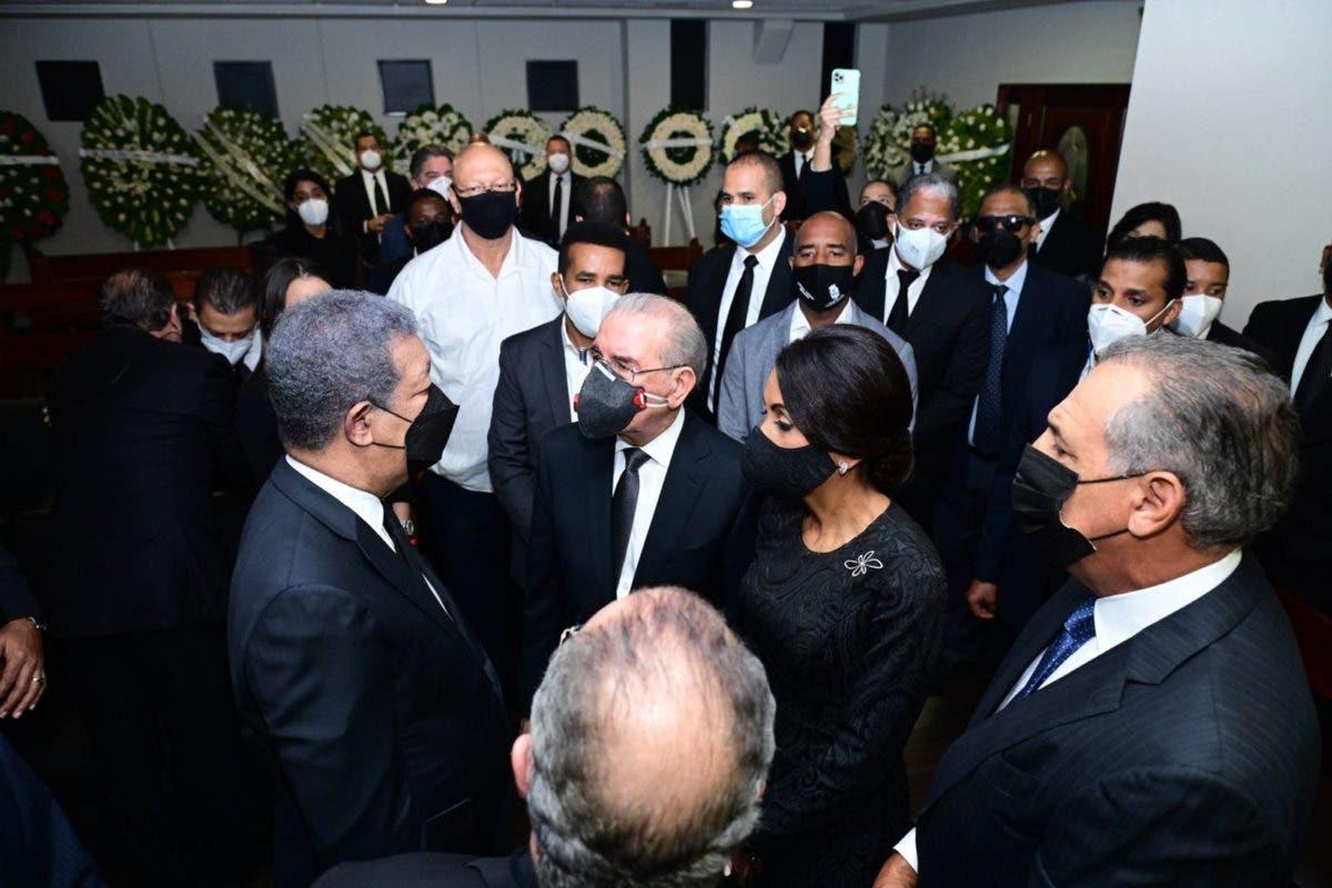 Fotos y video: Danilo Medina y altos dirigentes del PLD en velatorio de doña Yolanda, madre de Leonel Fernández